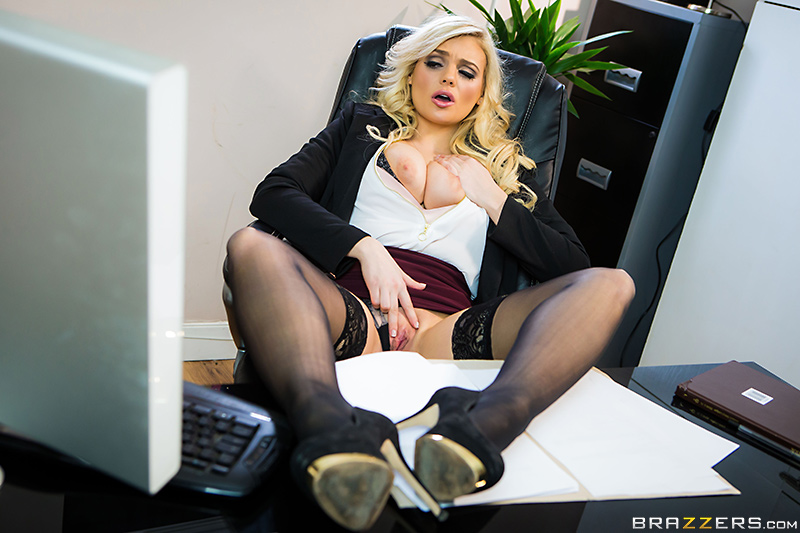 [brazzers]2017-05-16 Fix My Computer, Then Fuck My Pussy!