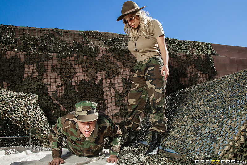 [brazzers]2017-05-24 The MILF In The Military